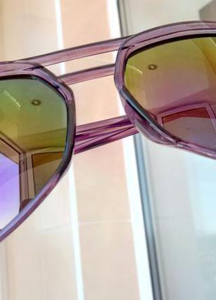 Зеркальные солнцезащитные очки хамелеоны типа авиаторы, оправа фиолетовая полупрозрачная