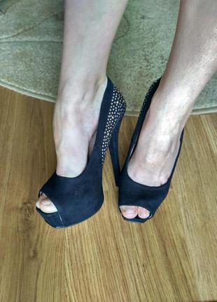 Туфли, туфлі,туфельки.
