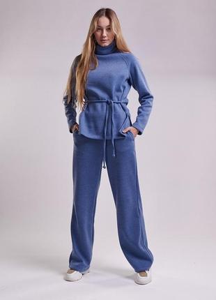 Женский трикотажный костюм цвета светлый джинс со штанами