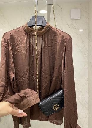 Бежевая атласная карамельная кемел рубашка блузка zara