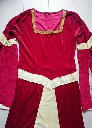 Длинное карнавальное платье в готическом стиле