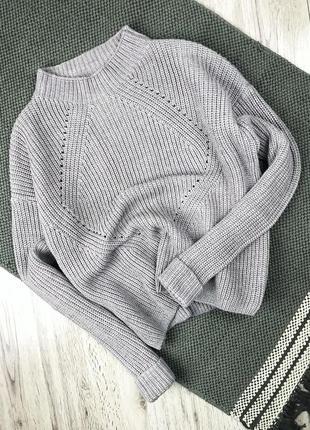 В'язаний вкорочений светр