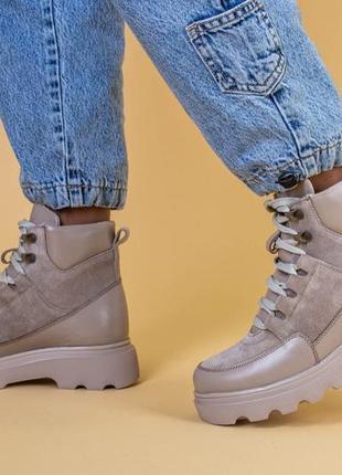 Ботинки женские замша и кожа, бежевые, на шнурках, зимние