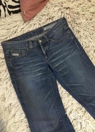 Очень красивые стильные джинсы