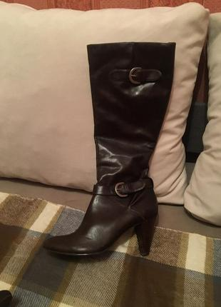 Очень красивые кожаные стильные сапоги на каблуке европейская зима