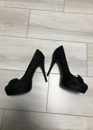 Босоножки , высокий каблук