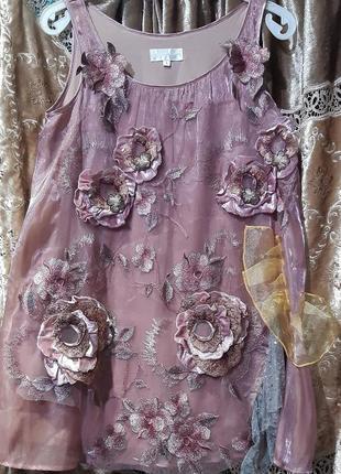 Декорированное платье.