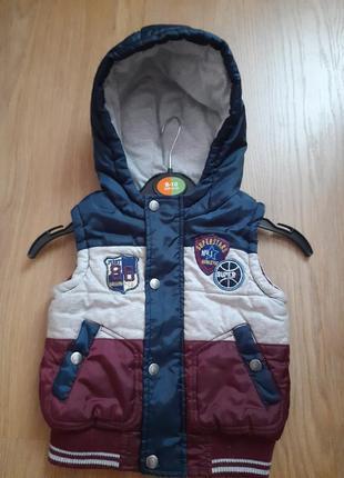 Фирменная жилетка для мальчика 1,5-2года