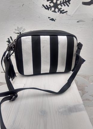 Кожаная сумочка в стиле victoria´s secret чёрная серебристая кроссбоди италия
