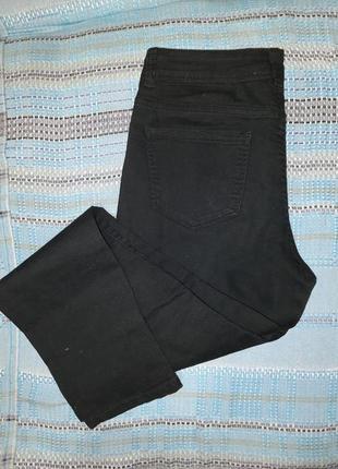 Чорные джинсы в обтяжку