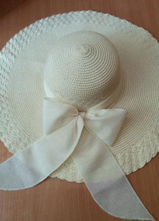 Пляжная широкополая шляпа