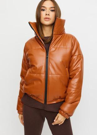 Демисезонная объемная куртка с высоким воротником 2021