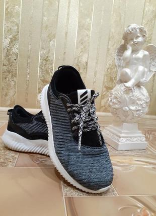 Беговые кроссовки с эластичныи верхом alphabounce