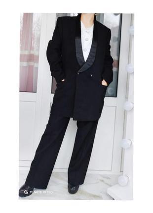 Шикарный двубортный шерстяной плотный структурированый костюм