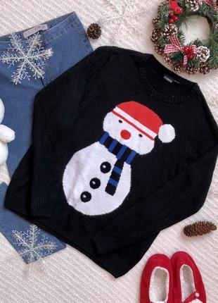 Классная кофта в новогоднем стиле со снеговиком чёрного цвета