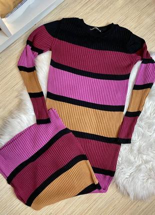 Стильное платье-резинка bershka