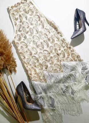 Платье в паетку с баской