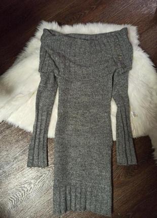 Теплое платье на плечи по фигуре