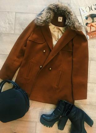 Полу пальто коричневого цвета