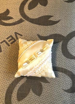 Весільна подушечка для обручок