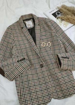 Стильный пиджак в клетку с налокотниками и карманами