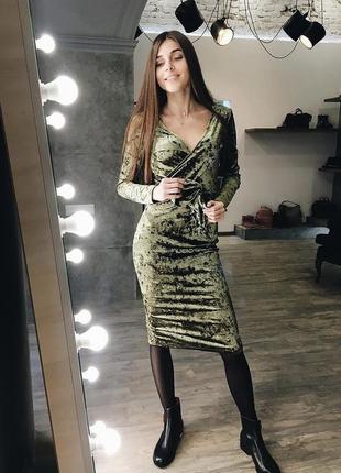 Платье на запах средней длины по фигуре