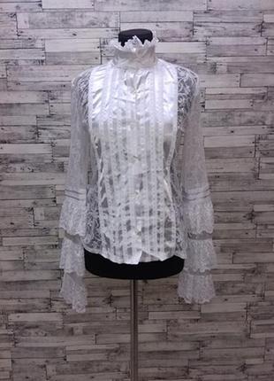 Белая блуза с кружевом жабо