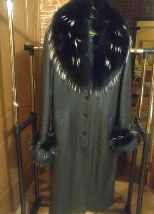 Зимнее кожаное  пальто 2 в 1 с песцовым воротником+ натуральная шапка