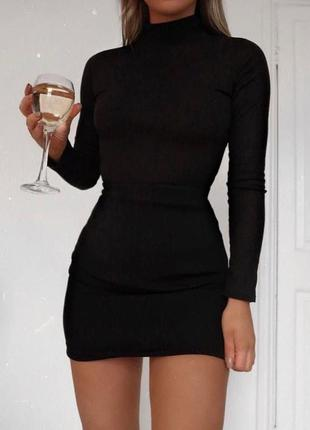 Чёрное облегающее платье мини