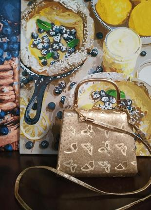 Золотистая сумочка