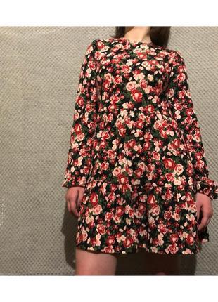 Платье в цветочный принт stradivarius