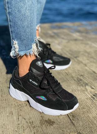 Женские кроссовки adidas falcone