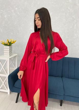 Шикарное шелковое платье с разрезом