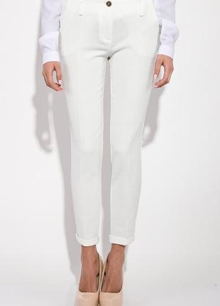 Зауженные брюки молочного цвета