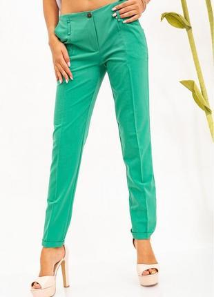 Зеленые женские брюки делового стиля
