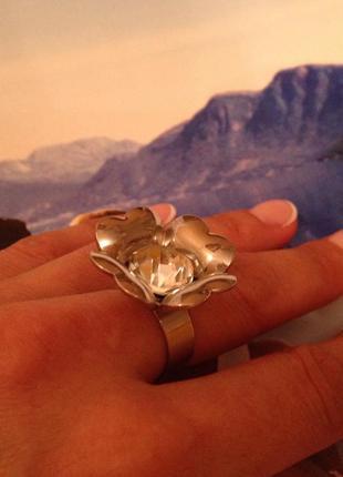 Кольцо с цветком и камнем регулируемое от 17мм