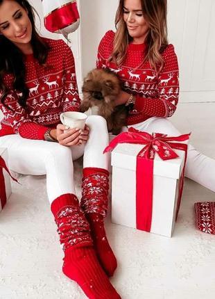 Новогодний свитер с новогодним принтом