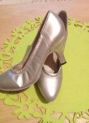 Распродажа!!! серебряные туфельки из кожи.