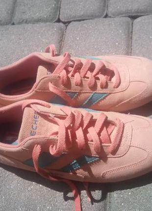 Замшевые кроссовки, спортивные туфли skechers первикового цвета