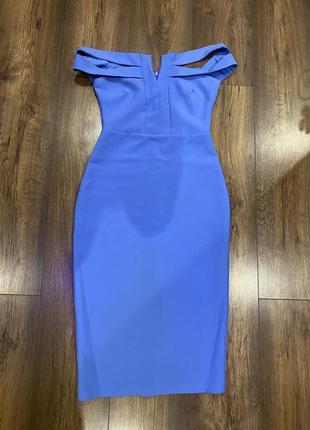 Платье по фигуре длины миди