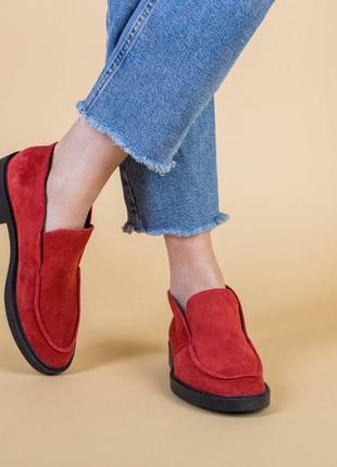 Лоферы женские замшевые красные на черной подошве