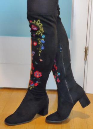 Сапоги чулки  с вышивкой, на квадратном каблуке р.40