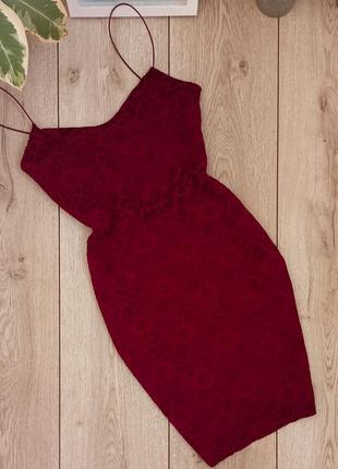 Очень красивое гипюровое платье на новый год