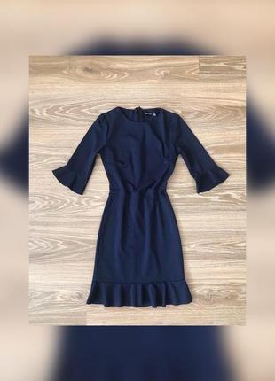 Нарядное темно-синее платье футляр boohoo размер xs с рюшами по низу