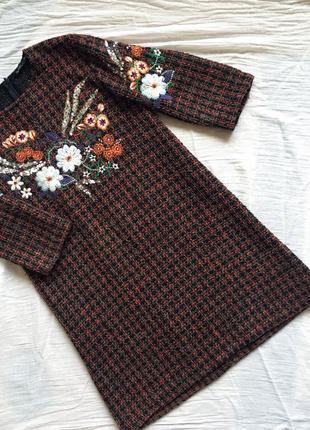 Платье zara мини размер s-xs с вышивкой цветов в клетку