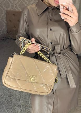 Шикарная сумка шанель chanel бежевая из мягкой кожи