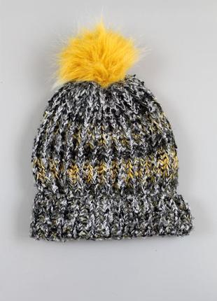 Стильна жіноча шапка бренду c&a