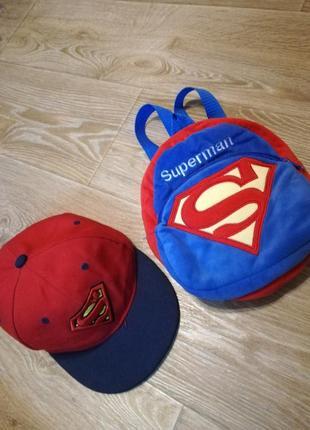 Кепка и рюкзак