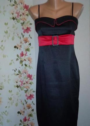 Нарядное приталенное черное платье-сарафан на бретелях с красной отделкой