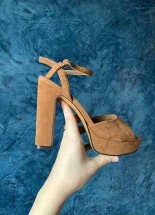 Босоножки на каблуке, стильные туфельки h&m , босоніжки замш